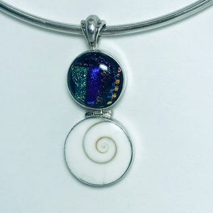 Jewelry - Beautiful Shell and glass Pendant